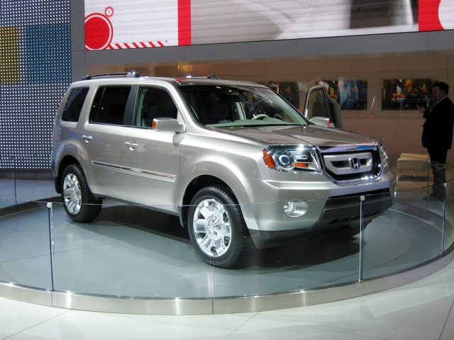 The Honda Pilot VP In This Configuration Achieves 16 Mpg City/22 Mpg  Highway ...