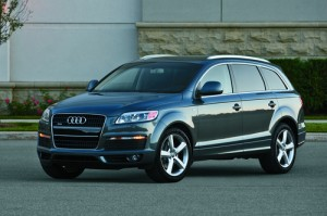 The Q7 Is Audi S First Suv Loosely Based On Pa Company Volkswagen Touareg But It Larger And Seats Seven Edmunds Lauds High Tech