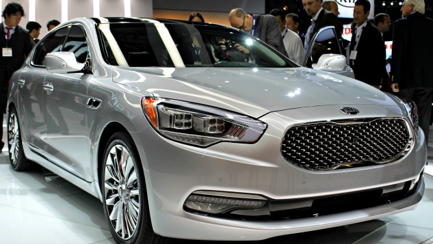 Kia_k900_from_front_LA_Auto_Show_2013_rebel_259