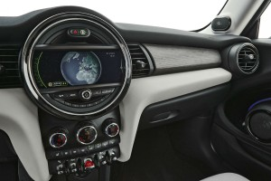 2014-MINI-Cooper-Hatch-Dashboard-Dial-carwitter