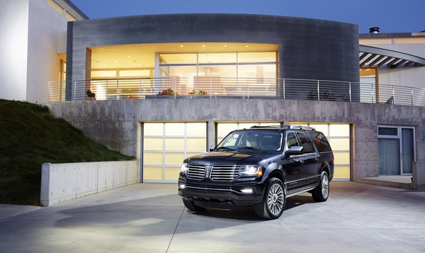 2015 Lincoln Navigator - front
