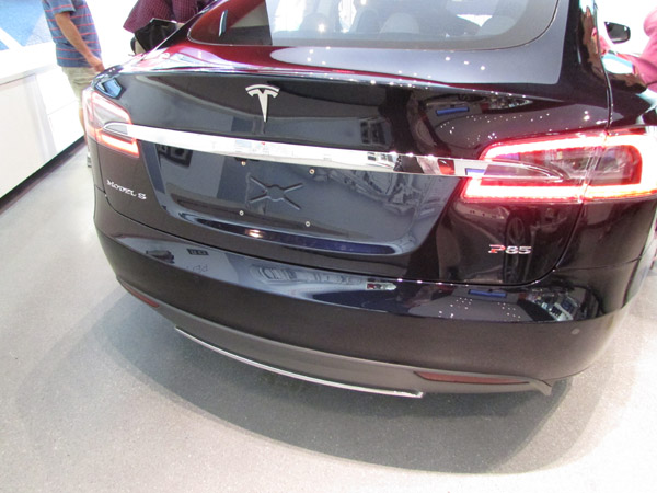 Tesla Model S Lincoln Rd