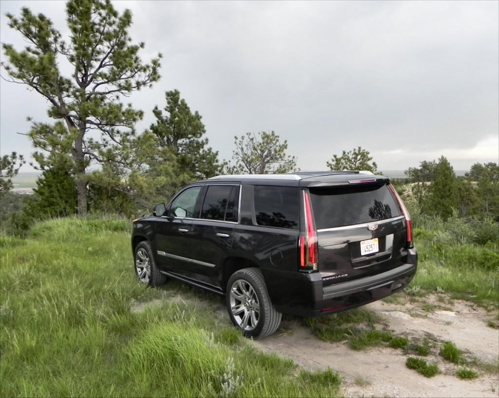 2015 Cadillac Escalade - bluffs 3 - AOA1200px