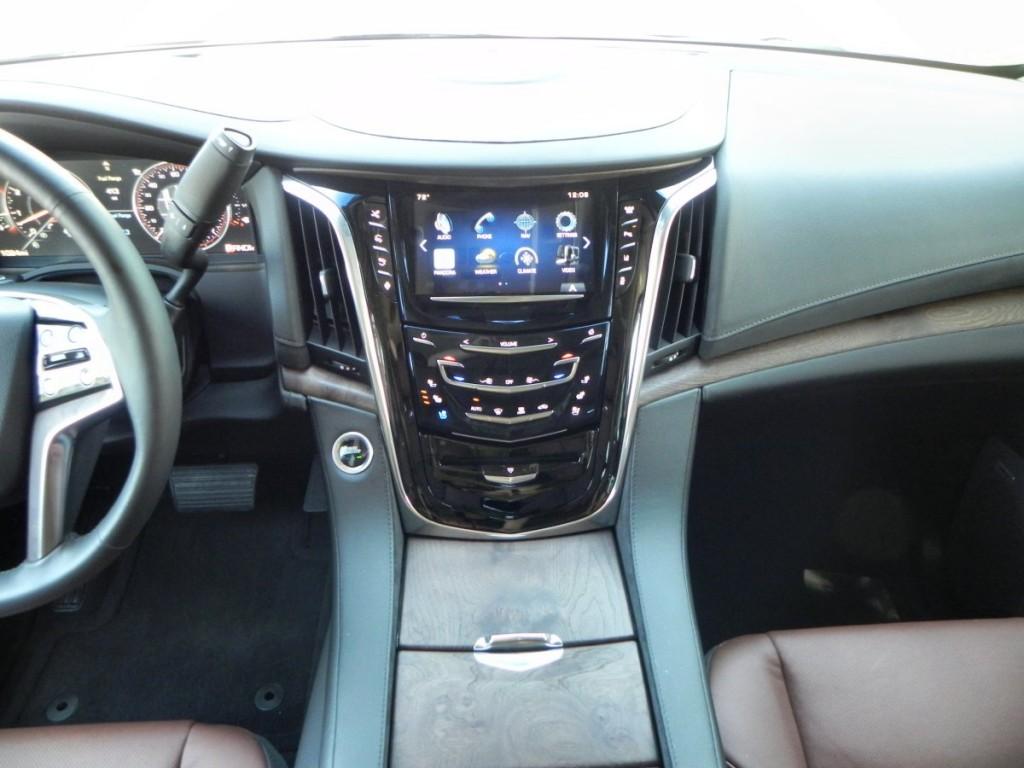 2015 Cadillac Escalade - interior 9 - AOA1200px