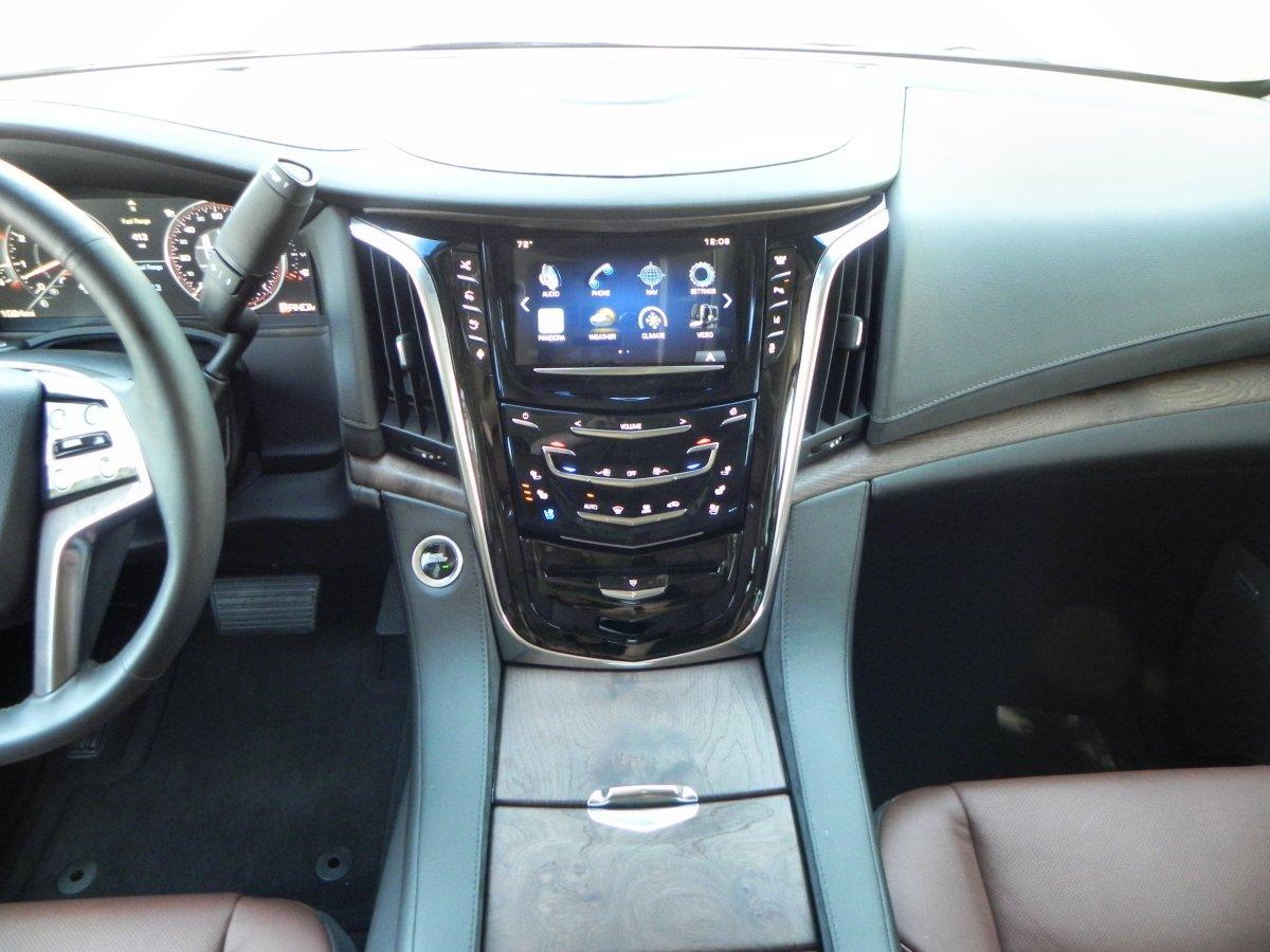 2015 Cadillac Escalade   Interior 9   AOA1200px