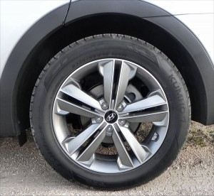 2015 Hyundai Santa Fe - wheel 1 - AOA1200px
