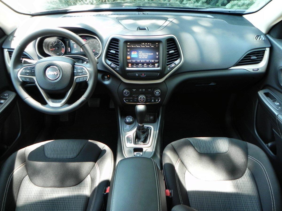 2015 Jeep Cherokee Latitude   Interior 6   AOA1200px