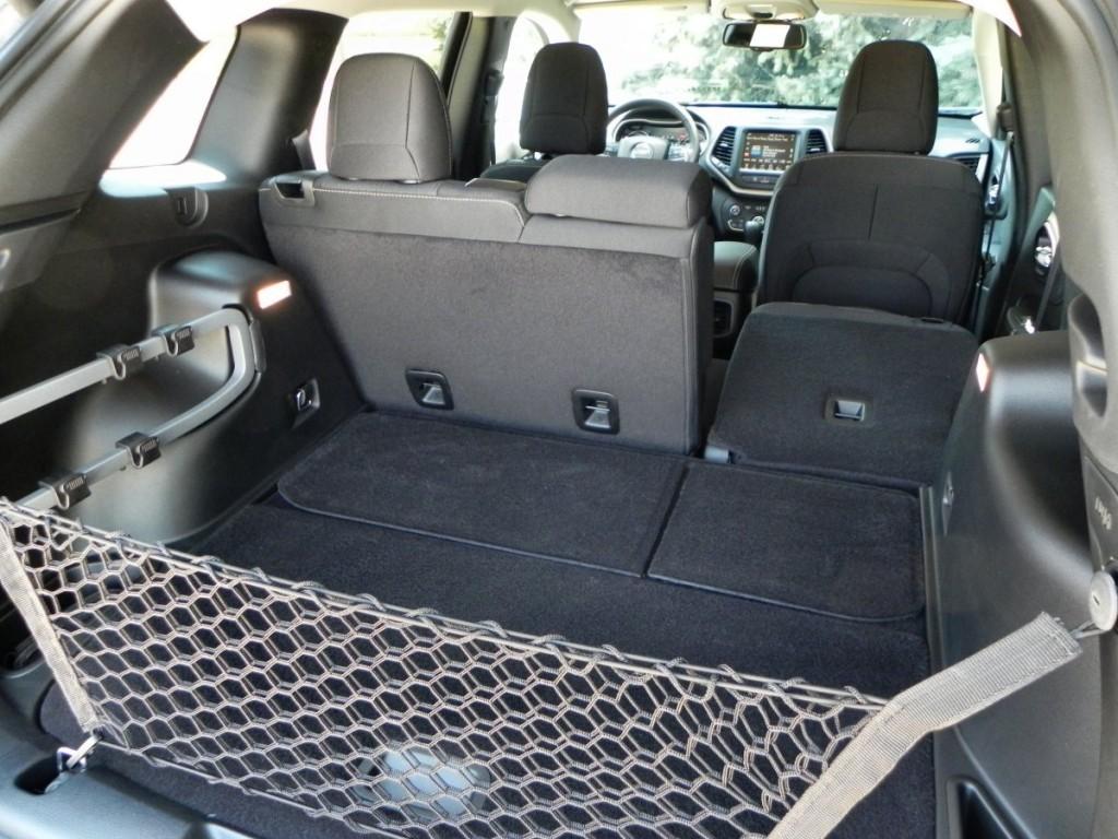 2015 Jeep Cherokee Latitude - interior 9 - AOA1200px
