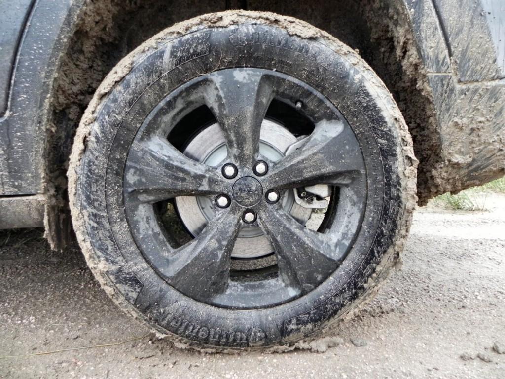 2015 Jeep Cherokee Latitude - muddywheel 1 - AOA1200px