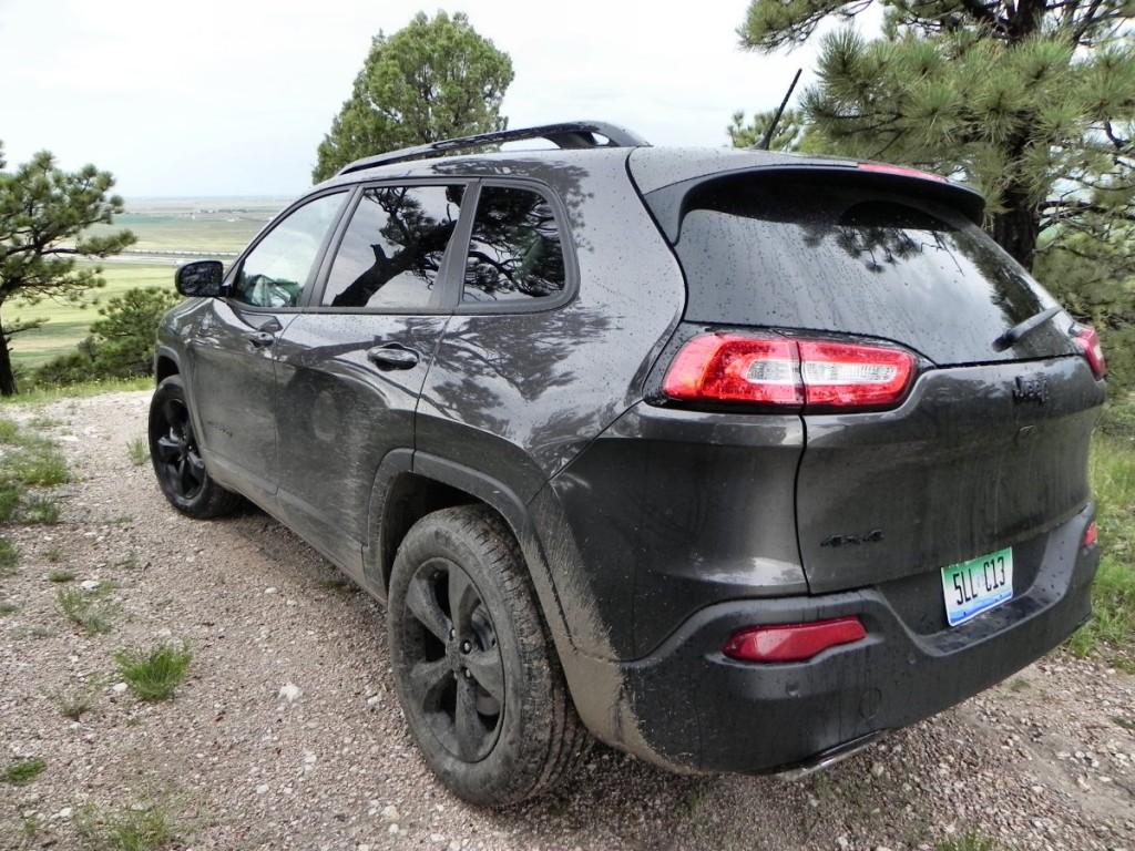 2015 Jeep Cherokee Latitude - overlook 1 - AOA1200px