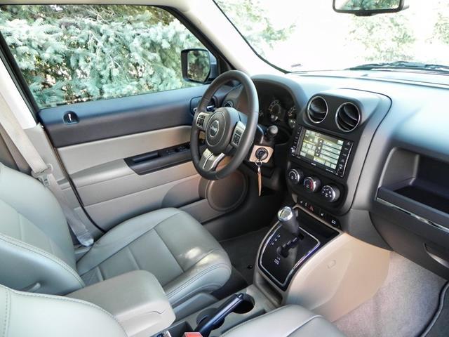 2015 Jeep Patriot - interior 12 - AOA1200px