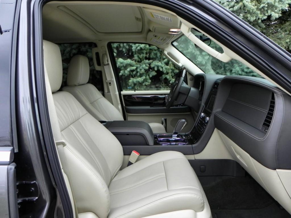 2015 Lincoln Navigator - interior 14 - AOA1200px