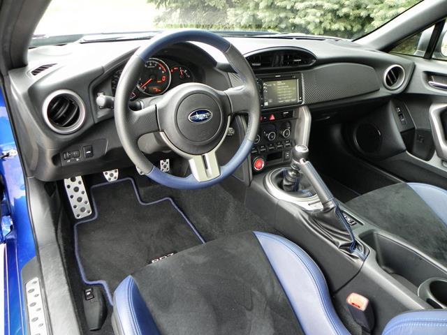 2015 Subaru BRZ - interior 2 - AOA1200px
