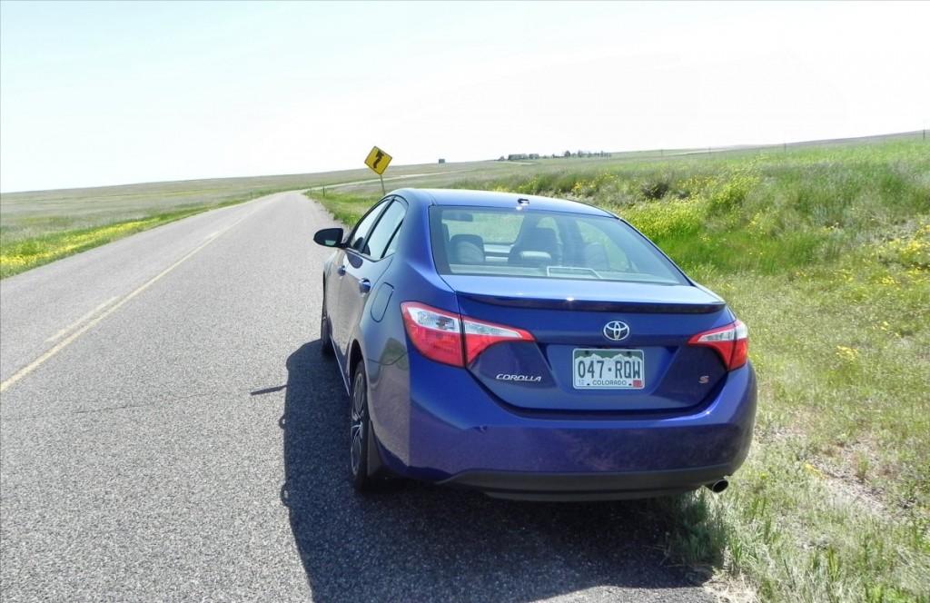2015 Toyota Corolla - fields 2 - AOA1200px