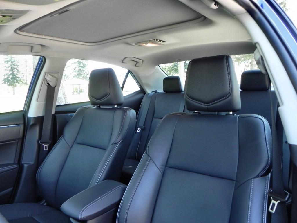 2015 Toyota Corolla - interior 2 - AOA1200px