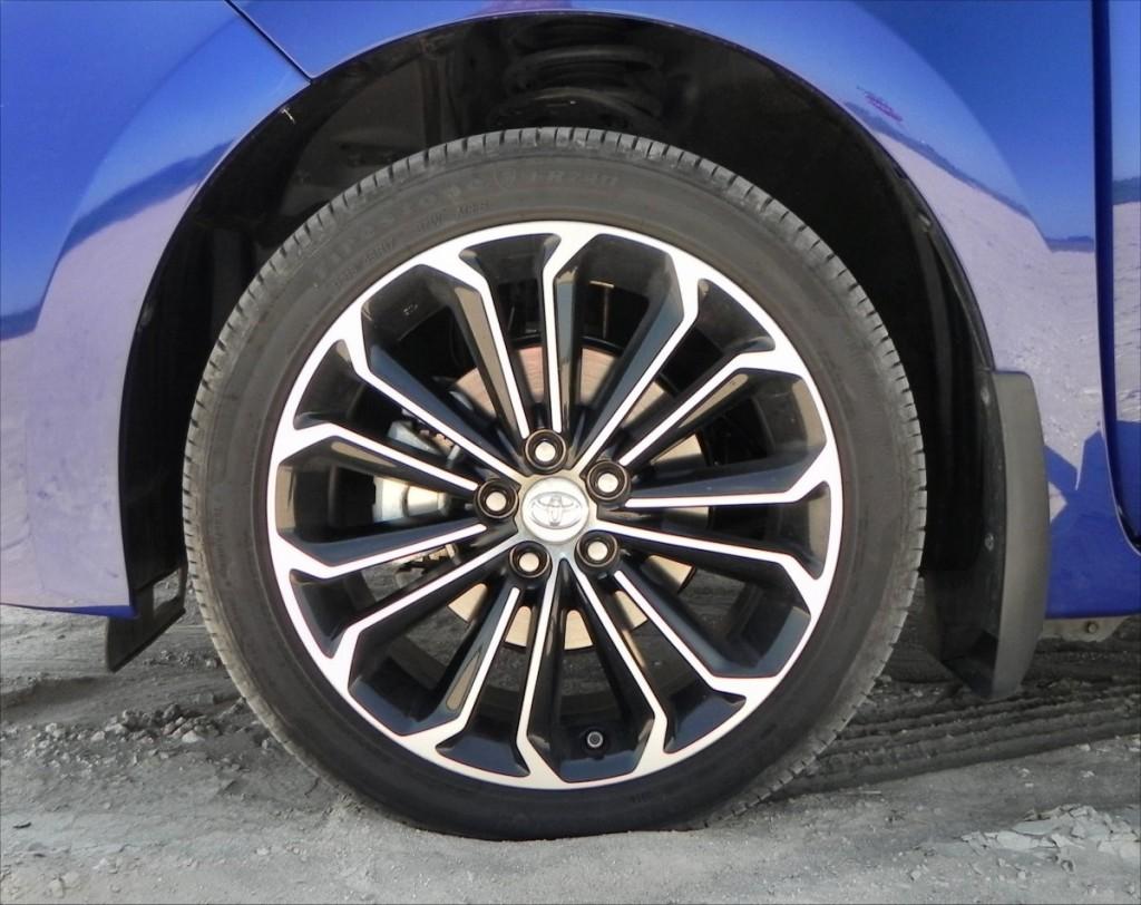 2015 Toyota Corolla - wheel 1 - AOA1200px
