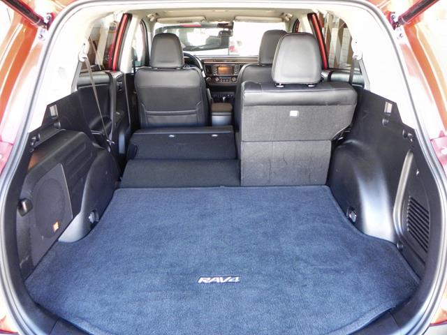 2015 Toyota RAV4 - interior 2 - AOA1200px