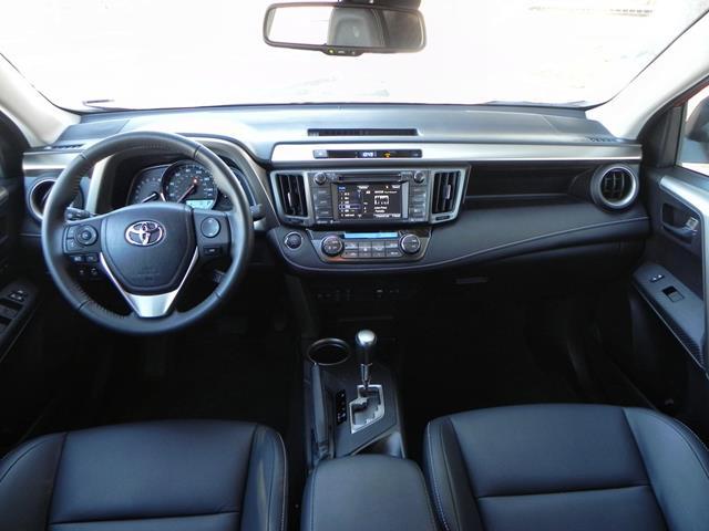 2015 Toyota RAV4 - interior 6 - AOA1200px