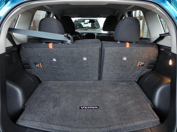 2015 Nissan Versa Note - interior 1 - AOA1200px