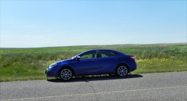 2016 Toyota Corolla - fields 1 - AOA1200px