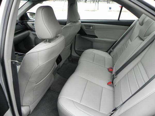 Toyota Camry XLE - interior 4 - AOA1200px