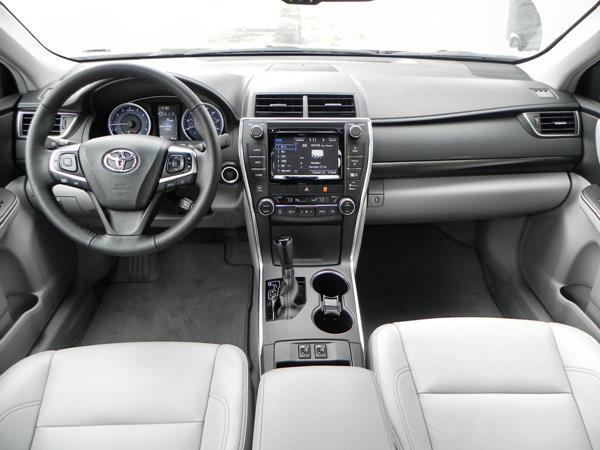 Toyota Camry XLE - interior 7 - AOA1200px