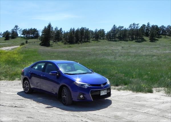 Toyota Corolla - hillside 3 - AOA1200px