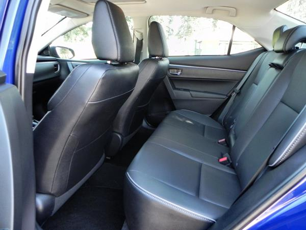 Toyota Corolla - interior 3 - AOA1200px