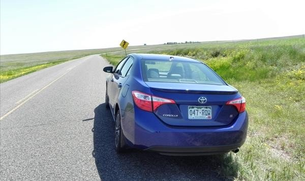 2016 Toyota Corolla - fields 2 - AOA1200px