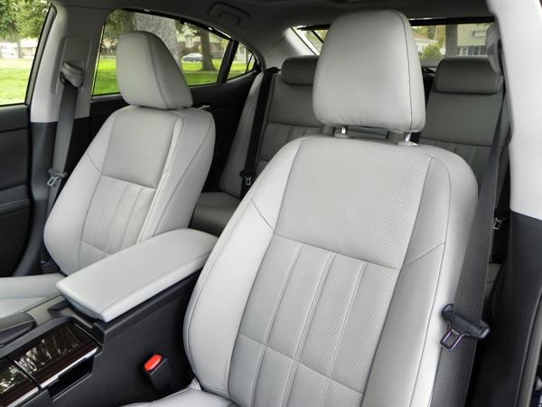 2016 Lexus ES 350 - interior 2 - AOA1200px