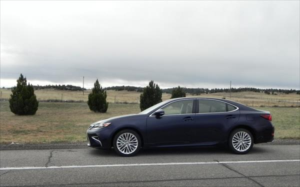 2016 Lexus ES 350 - roadside 1 - AOA1200px