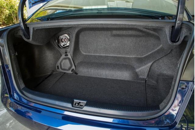 2016-Toyota-Mirai-cargo-space