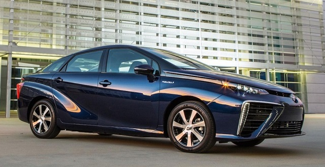 2016-Toyota-Mirai-front-side