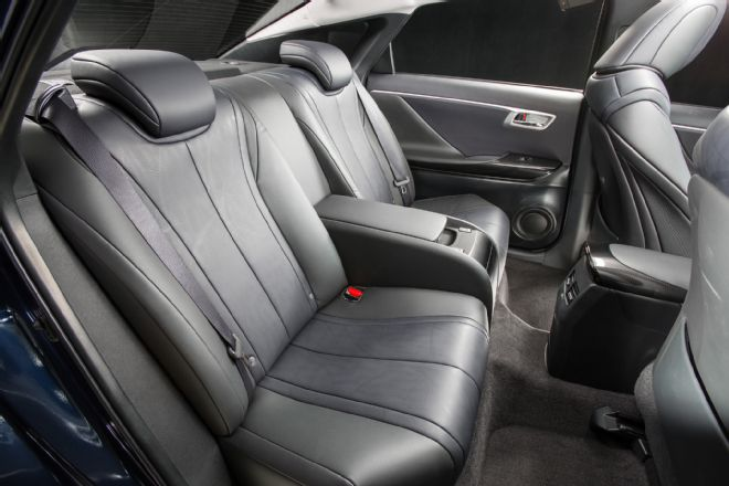2016-toyota-mirai-rear-interior-seats