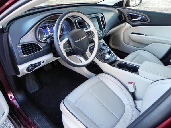 Chrysler 200C - interior 1 - AOA1200px
