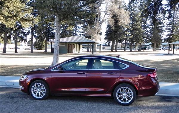 Chrysler 200C - park 1 - AOA1200px