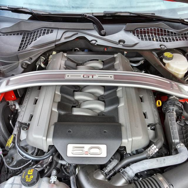 Ford Mustang GT - engine - AOA1200px