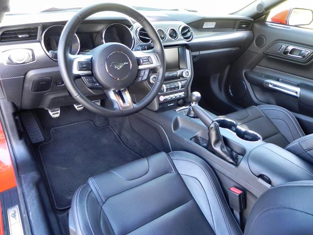 Ford Mustang GT - interior 1 - AOA1200px