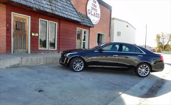 2016 Cadillac CTS - glass 2 - AOA1200px