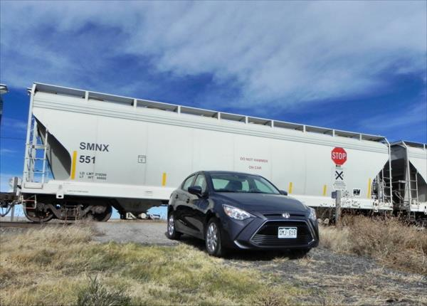 2016 Scion iA - train 4 - AOA1200px