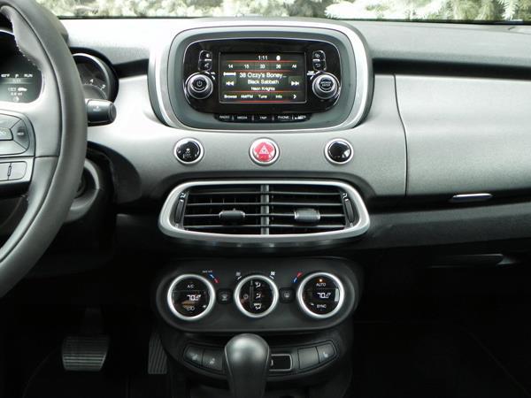 2016 Fiat 500X - interior 14 - AOA1200px
