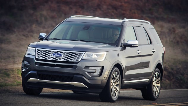 2016 Ford Explorer-road
