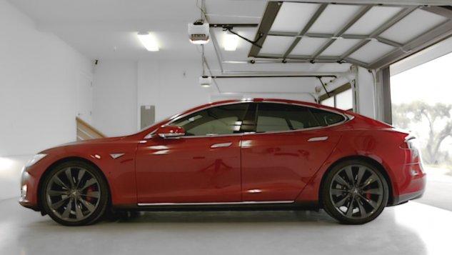 Tesla Model S-Summon