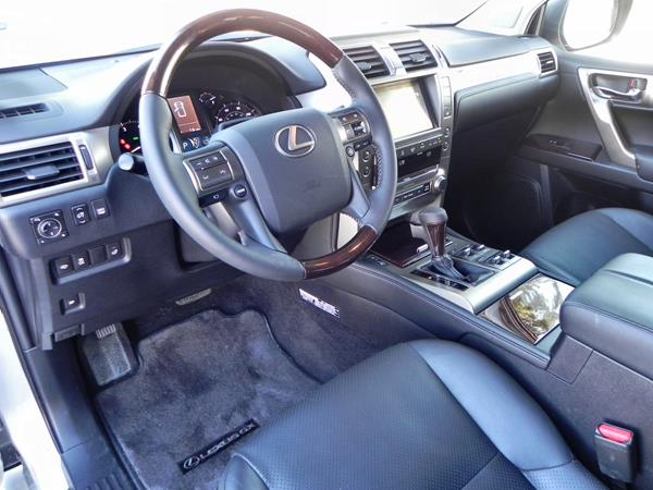 2015 Lexus GX 460 - interior 1 - AOA1200px