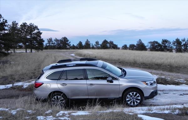 2015 Subaru Outback - snow 5 - AOA1200px