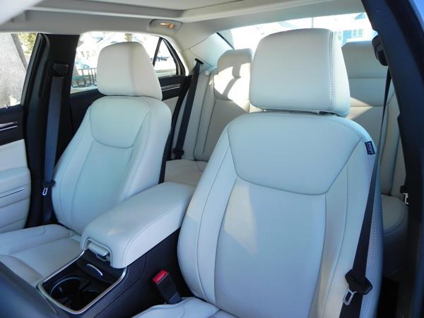 2016 Chrysler 300 - interior 3 - AOA1200px (Copy)