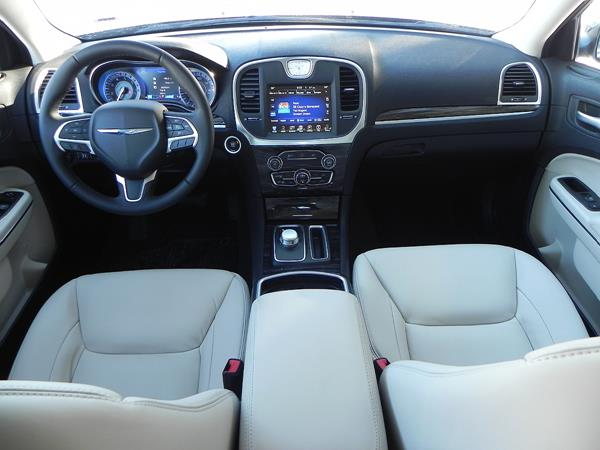 2016 Chrysler 300 - interior 6 - AOA1200px (Copy)