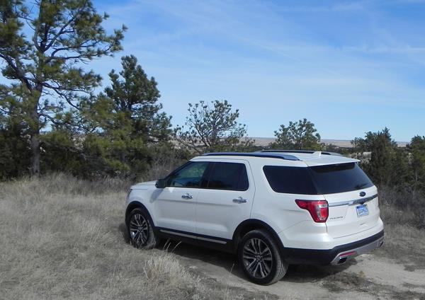review 2016 ford explorer great for families with upscale interior. Black Bedroom Furniture Sets. Home Design Ideas