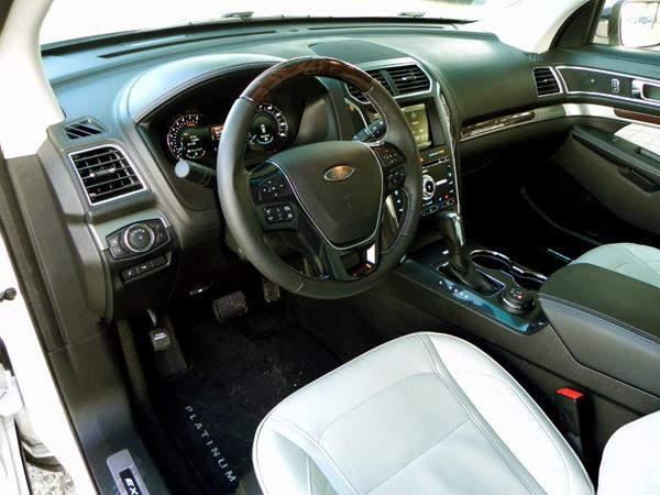 2016 Ford Explorer - interior 1 - AOA1200px