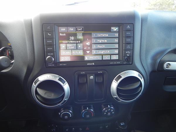 2016 Jeep Wrangler Rubicon - infotainment - AOA1200px